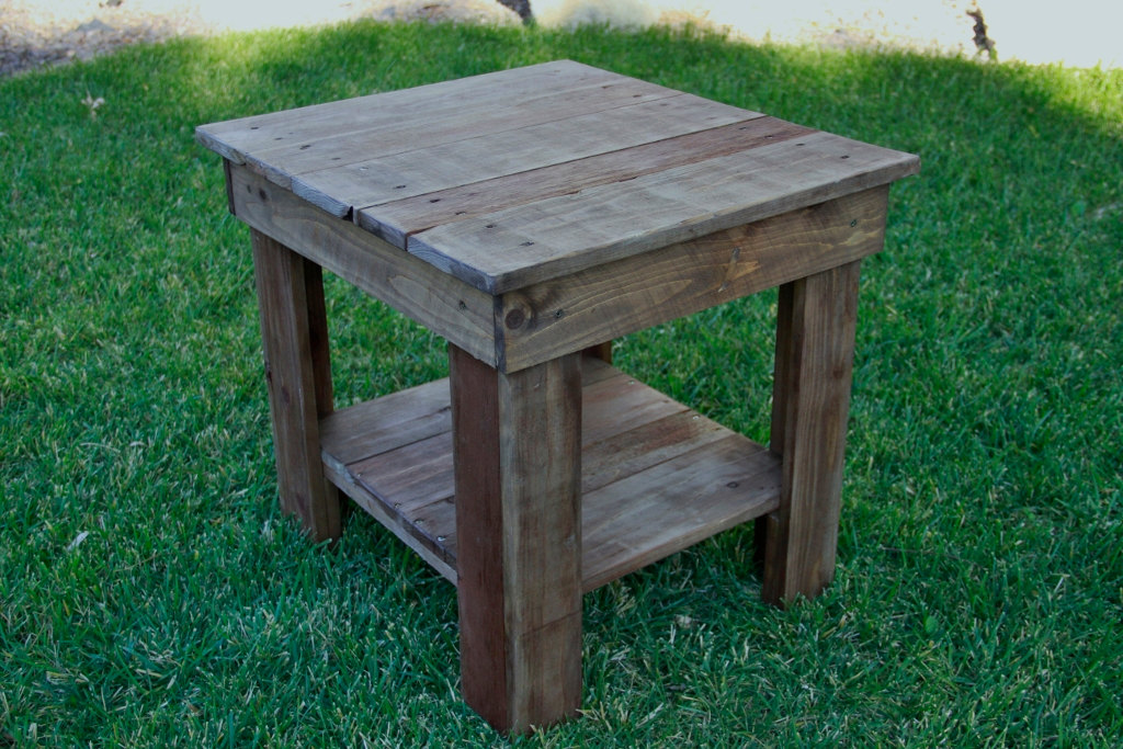 Simple Pallet End Table jpg. Pallet End Table Gallery   Pallet Furniture Online